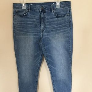 Gap High Rise Skinny 33 Short